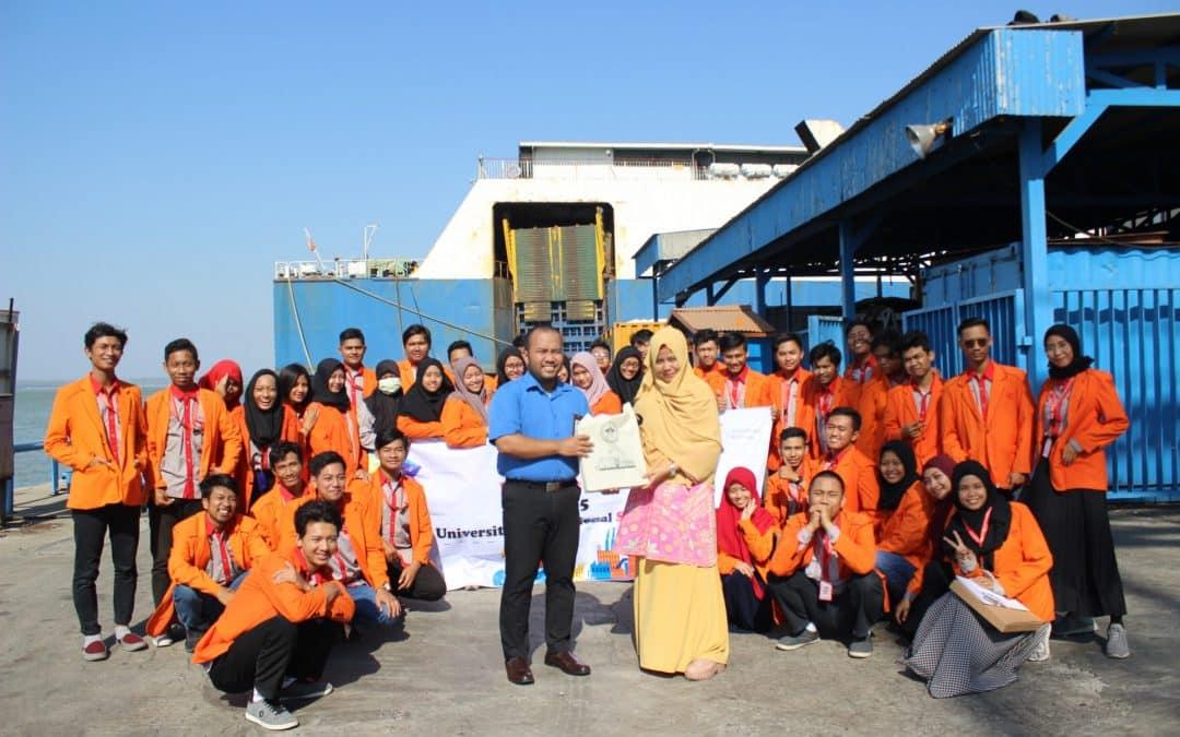 Kuliah Lapangan, Mahasiswa Manajemen Rekayasa Pelajari Pengetahuan Kapal dan Terminal Pelabuhan